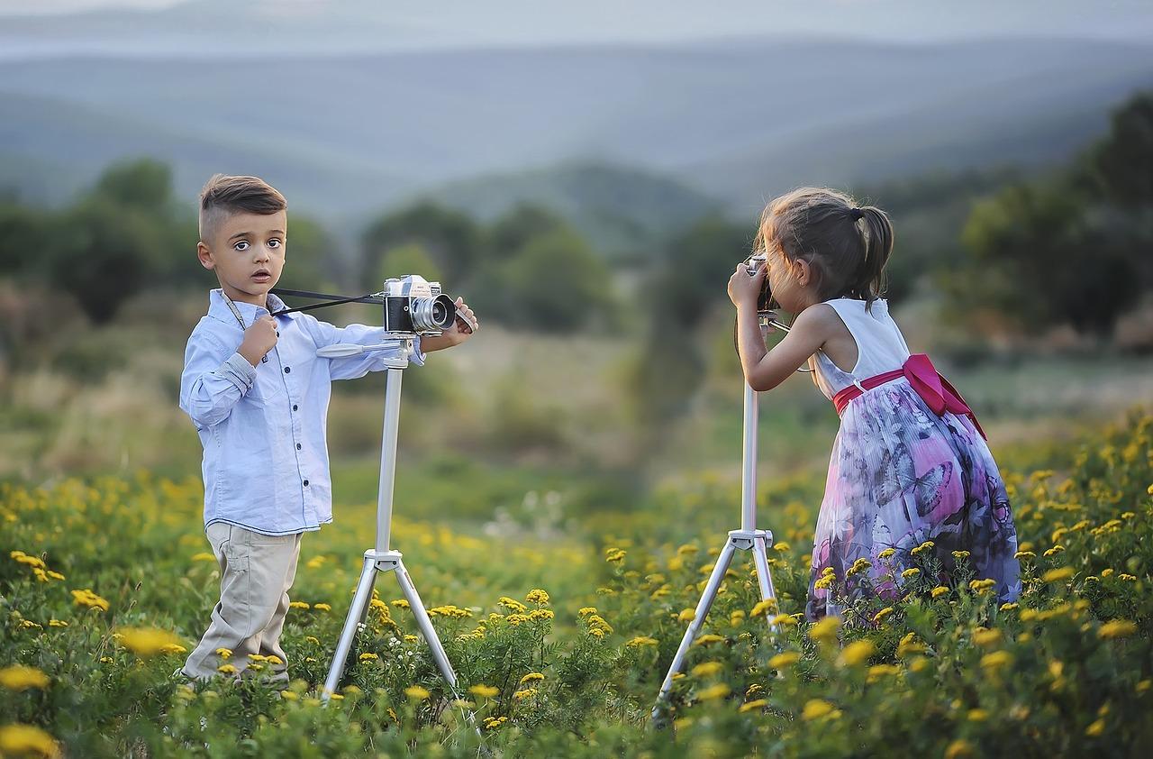 8 Easy Ways to Encourage Generosity in Children